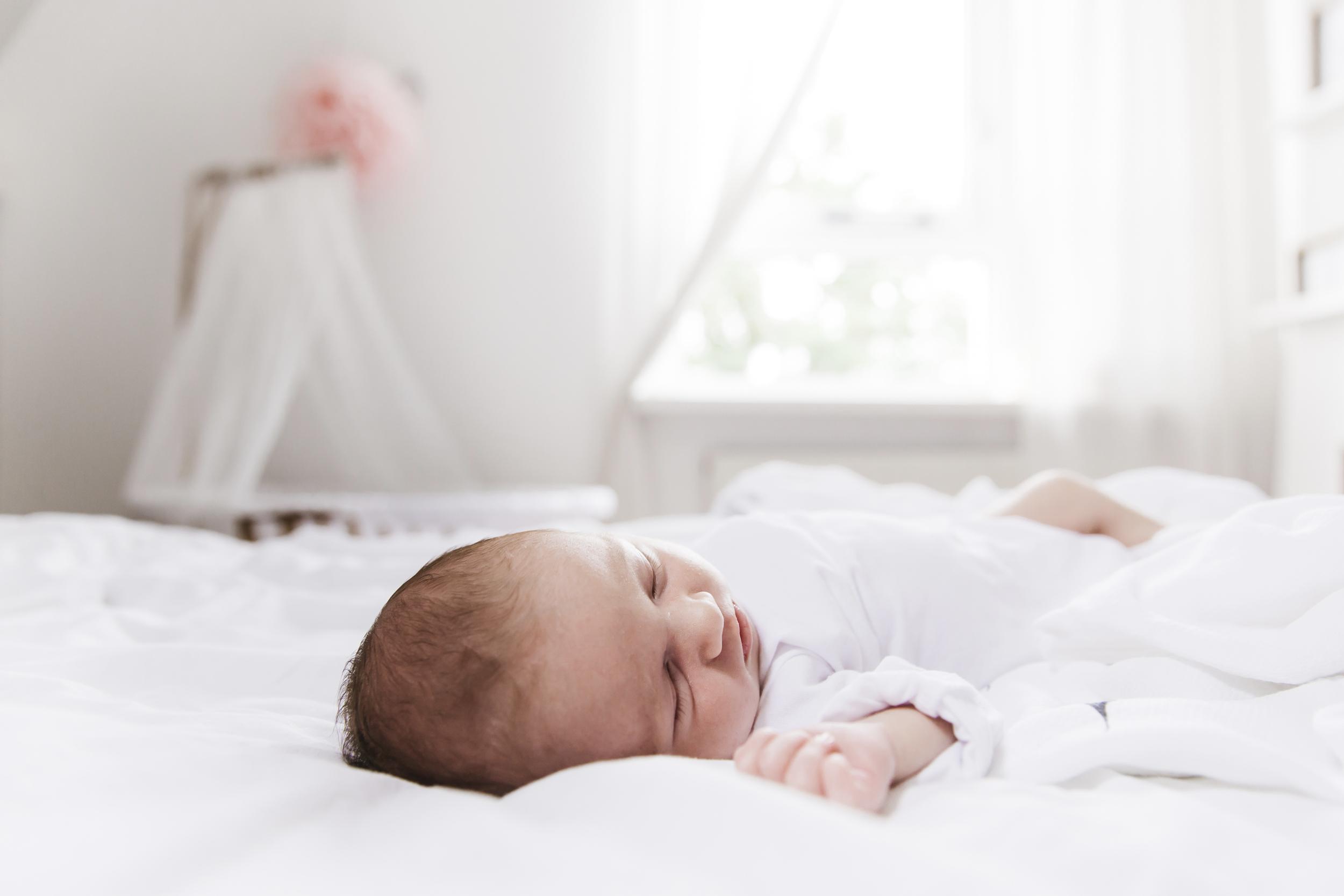 Newbornshoot Roos | At Hello Fotografie | www.athellofotografie.nl